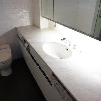 洗面台が広い!!※清掃中の写真です