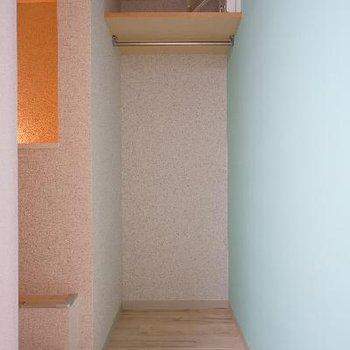 階段上にはオープンクローゼット!