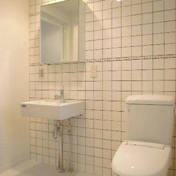 洗面台とトイレは同室※写真は別部屋