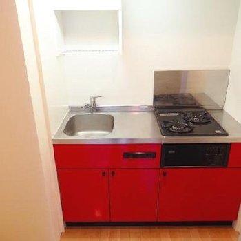 赤キッチンです※写真は1階のもの
