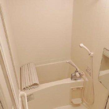 お風呂には浴室乾燥機付き※写真は1階のもの