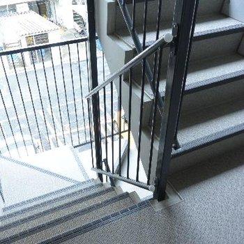 移動は階段で…