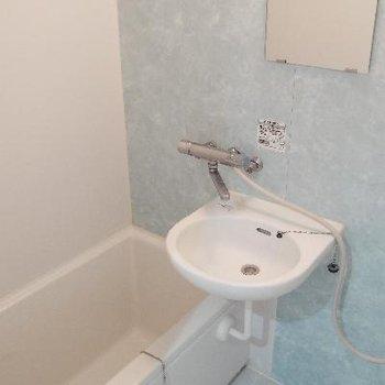 お風呂は二点ユニットです