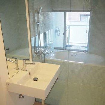 ガラス張りのお風呂!※写真は同タイプの別部屋です