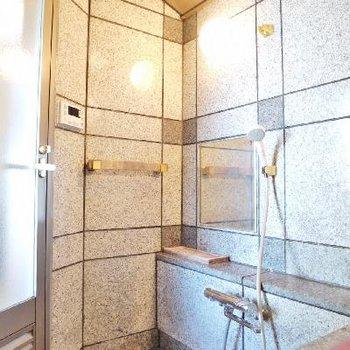 大理石のお風呂は温泉気分♪