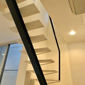 階段もおしゃれに。