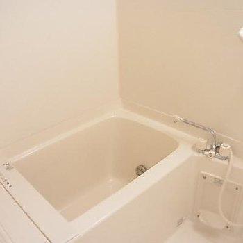ちょうど良いバスルーム。※写真は同タイプの別部屋