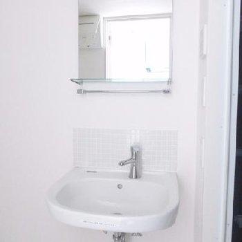 コンパクト&シンプルな洗面台。