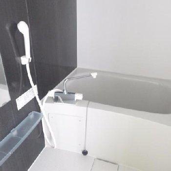鏡つきのお風呂です。