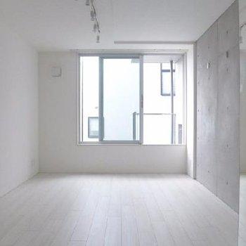 ホワイト&コンクリな空間。