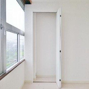 窓際のクローゼット!