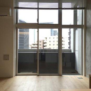 窓が大きく開放的です!※写真は同タイプ別部屋