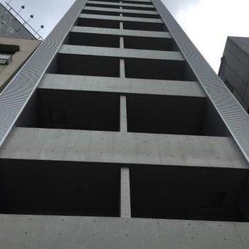 13階建ての高いマンション