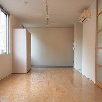 玄関の土間は自転車も置けちゃう広さです ※写真は似た間取りの別部屋です