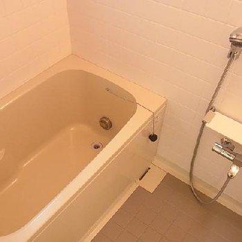 お風呂は追炊き付きの大きなタイプ ※写真は似た間取りの別部屋です