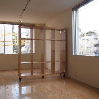 可動式の棚 ※写真は似た間取りの別部屋です