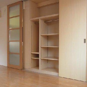 こんなところにも収納が隠れています ※写真は似た間取りの別部屋です