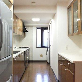 キッチンも広くて、料理しやすそう※203号室