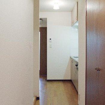 キッチンが薄っすら見える距離感