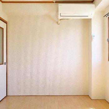 玄関入ってすぐのお部屋、明るい〜!