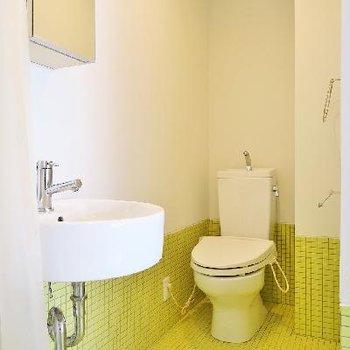 ライムグリーンのバスルーム。