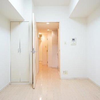 真っ白清潔なお部屋です!