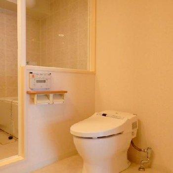 タンクレスのトイレもスタイリッシュです