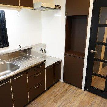 キッチンはゆったり!建具もお洒落!