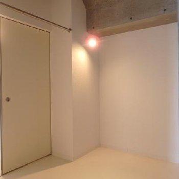 奥の寝室的スペース※写真は別部屋