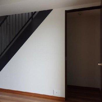 階段下はすべて収納になっているんですよ!