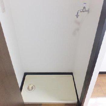 洗濯機置場はキッチン前に。隠せます