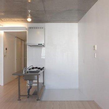 キッチン部分1段下がっています※写真は別部屋です