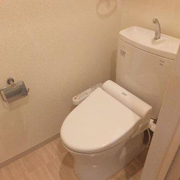 トイレは個室です!
