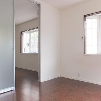 区切りの扉はスライドドア!