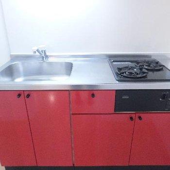キッチンも真っ赤です!
