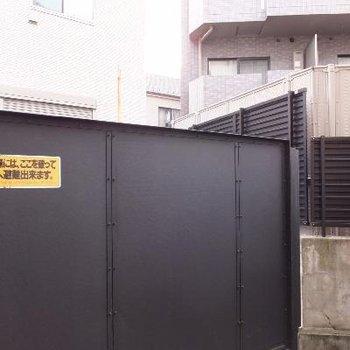 塀が高く、1階なのに人目が全然気になりません!