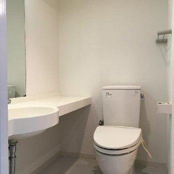 トイレと洗面台は一緒。
