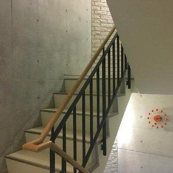 エレベーターもありますが、おしゃれなので階段を使いたくなります。