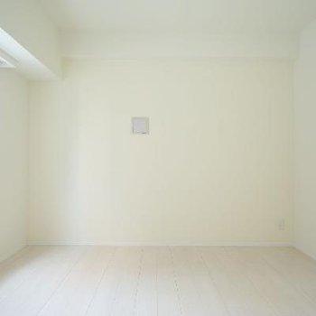 真っ白な清潔感のあるお部屋♪