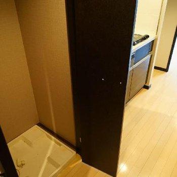 キッチン横に洗濯機!扉で隠せます音符