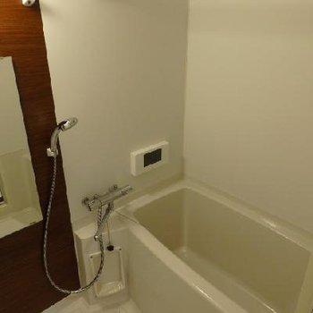 お風呂にはテレビ付きです!