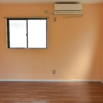 この写真の後ろにベランダがありますので3面に窓!