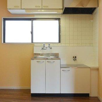 キッチン。窓があるので明るい!