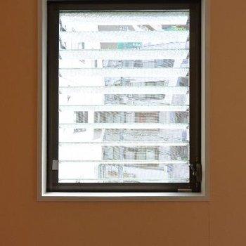 小窓からの景色はこんな感じ