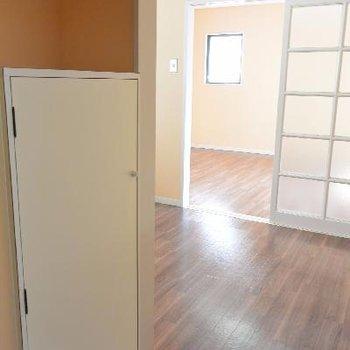 玄関から見たお部屋はこんな感じ