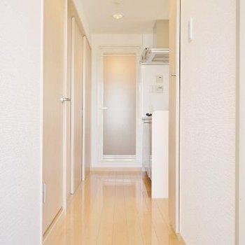 玄関からキッチンが見えるからスッキリさせておきたいですね。※写真は前回募集時のものです