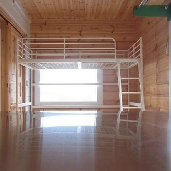 キッチンから見たベッドです。※写真は別室