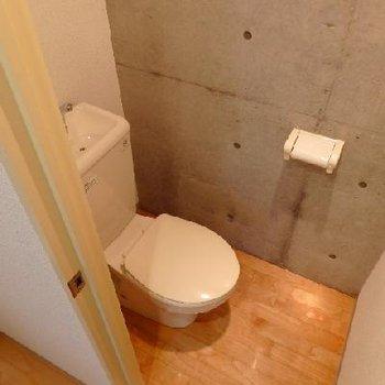 トイレもコンクリの壁 ※写真は別部屋