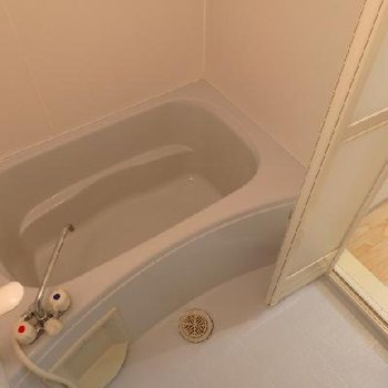 お風呂は普通 ※写真は別部屋