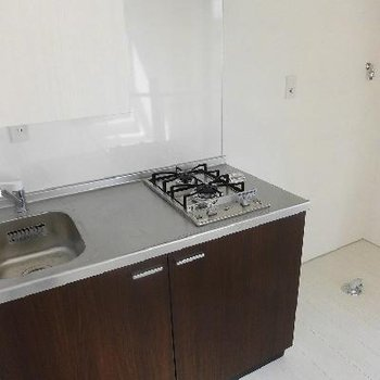 キッチンと洗濯機はお隣さん。※写真は前回募集時のものです